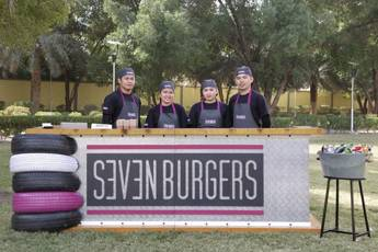 Seven Burgers Station for 25 Persons
